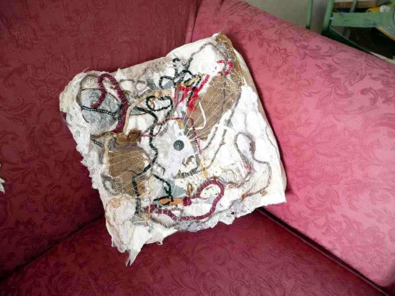 Coussin customisé avec la compression de matières textiles de récupération