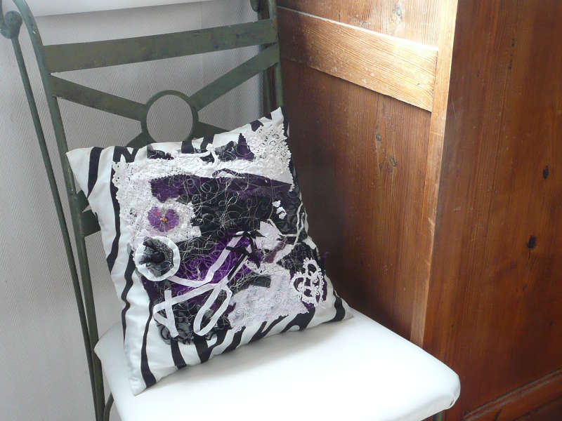 coussin-style-baroque-creation-textile-compression-upcycling-yoyo.JPG